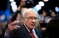 Billionaire Buffett dumps newspaper holdings at a loss