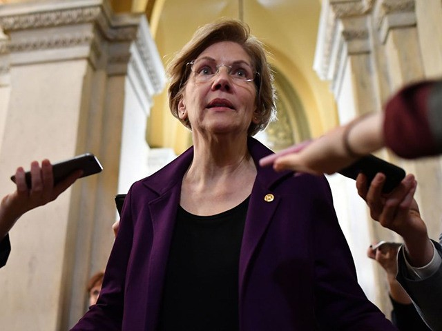 Senator Elizabeth Warren (D-MA) speaks to the media during a recess in the impeachment trial of the US president at the US Capitol in Washington, DC on January 27, 2020. - White House lawyers were to resume their defense of President Donald Trump at his Senate impeachment trial Monday as …