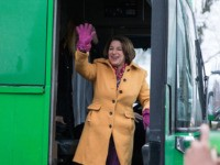 Amy Klobuchar on the Struggle Bus: Campaign Disorganized, Scrambling Ahead of Nevada Caucuses
