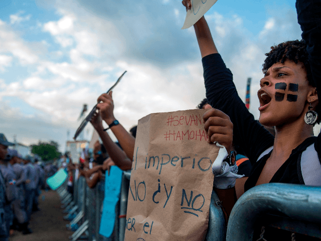 A woman shouts slogans during a protest in front of the Central Electoral Board (JCE) in Santo Domingo on February 19, 2020, three days after electronic voting systems failed, forcing authorities to suspend municipal elections throughout the country. - The Dominican Republic suspended the municipal elections on Sunday only a …