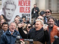 Billy Idol Backs NYC Policy Paying People to Report Idling Vehicles to Fight Global Warming