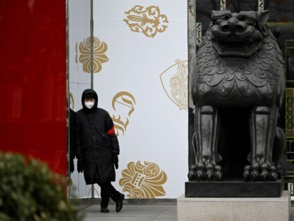 A security guard wearing a mask stands outside a store at the Central Business District (CBD) in Beijing on February 3, 2020. - China's death toll from a new coronavirus jumped above 360 on February 3 to surpass the number of fatalities of its SARS crisis two decades ago, with …