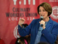 Amy Klobuchar Introduces Herself to Las Vegas Union Members with 4th Grade Spanish Name