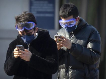 China reports fall in new virus cases for 3rd straight day