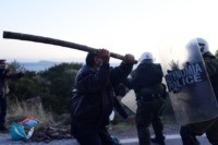 Greece: Clashes on islands over new migrant camps