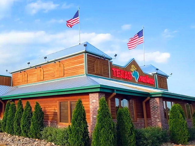 Texas Roadhouse CEO Gives Up 1 Year Of Salary To Pay Employees