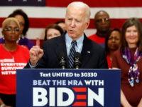 El precandidato demócrata a la presidencia Joe Biden habla durante un evento de campaña en Columbus, Ohio, el martes 10 de marzo de 2020. (AP Foto/Paul Vernon)
