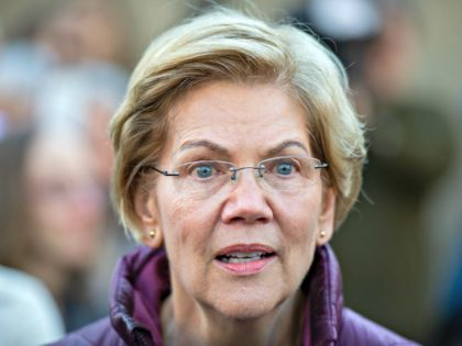 Democratic presidential candidate Massachusetts Senator Elizabeth Warren announces the suspension of her presidential campaign in front of her Cambridge, Massachusetts home on March 5, 2020. - Elizabeth Warren, once a frontrunner in the Democratic contest for the White House, is dropping out of the race, US media reported Thursday, following …