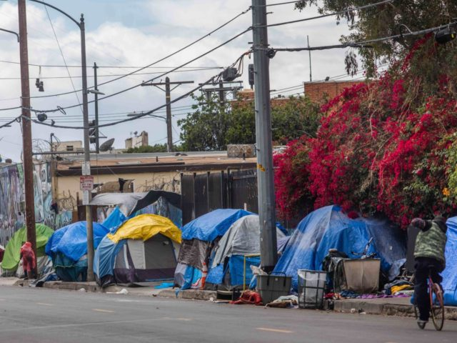 Encampment of homeless (Apu Gomes / AFP / Getty)