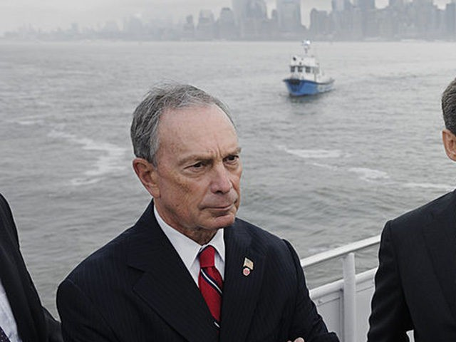 French President Nicolas Sarkozy (C) talks with US actor Robert de Niro (R), New York Mayor Michael Bloomberg (L) and US film producer Jane Rosenthal (3rdL back) in front of the sky line of Manhattan as they go by boat to the celebration of the 125th anniversary of the Statue …