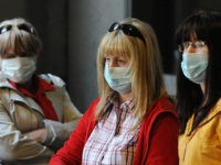 US travellers who were on a flight from Mexico wear face masks to protect themself against the risk of contracting swine flu, as thye arrives at Los Angeles International Airport on April 28, 2009. The United States braced for its first swine flu deaths with officials nervous of an accelerating …