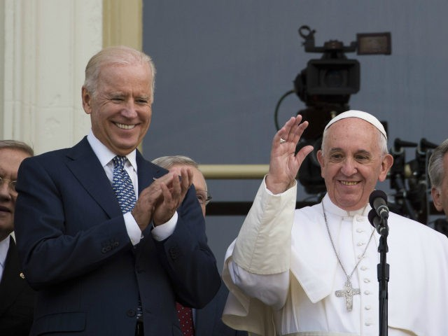 Pope Francis (C) waves, next to US Vice President Joe Biden(L), on a balcony after speaking at the US Capitol building in Washington, DC on September 24, 2015. AFP PHOTO/ ANDREW CABALLERO-REYNOLDS (Photo credit should read Andrew Caballero-Reynolds/AFP via Getty Images)