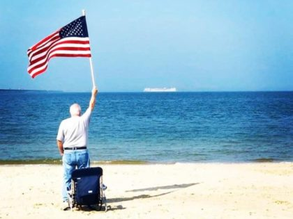 Coronavirus: Beachgoer Captures Inspirational Photo of USNS Comfort Headed to Aid New York