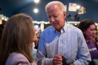 2020 Democratic presidential hopeful former Vice President Joe Biden talks with fellow candidate Marianne Williamson (L) at the Wing Ding Dinner on August 9, 2019 in Clear Lake, Iowa. - The dinner has become a must attend for Democratic presidential hopefuls ahead of the of Iowa Caucus. (Photo by ALEX …