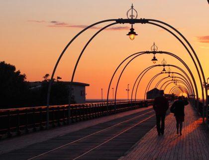 Romantic walk (Mark Kent / Flickr / CC / Cropped)