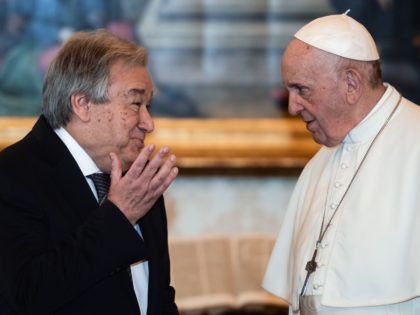 Pope Francis (R) talks with Secretary-General of the United Nations, Portugal's Antonio Guterres during a private audience on December 20, 2019 in the Vatican. (Photo by Filippo MONTEFORTE / POOL / AFP) (Photo by FILIPPO MONTEFORTE/POOL/AFP via Getty Images)