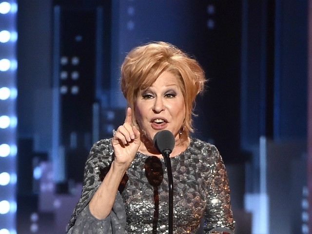 Bette Midler Defends 'Powerhouse' Elizabeth Warren: Trump Is the 'Most Hated, Most Repulsive Human Male'