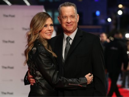 US actor Tom Hanks and his wife, US actress Rita Wilson (L) pose on the red carpet on arrival for the European Premiere of The Post in London on January 10, 2018. / AFP PHOTO / Daniel LEAL-OLIVAS (Photo credit should read DANIEL LEAL-OLIVAS/AFP via Getty Images)