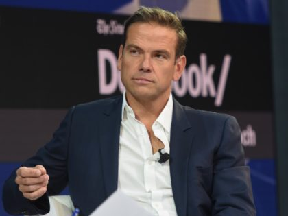NEW YORK, NY - NOVEMBER 01: Lachlan Murdoch, Executive Chairman of 21st Century Fox speaks at the New York Times DealBook conference on November 1, 2018 in New York City. (Photo by Stephanie Keith/Getty Images)