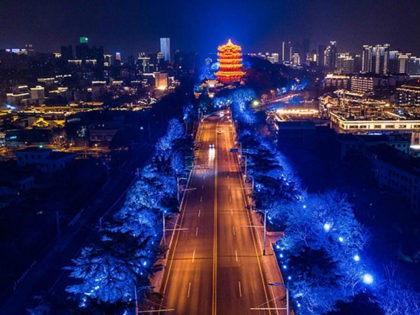 This aerial photo taken on March 16, 2020 shows a view of an empty road at night in Wuhan in China's central Hubei province. - China reported on March 17 just one new domestic coronavirus infection but found 20 more cases imported from abroad, threatening to spoil its progress against …