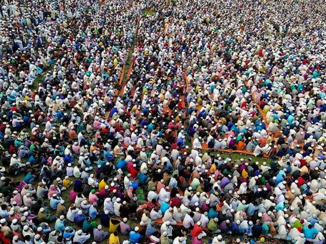 TOPSHOT - Thousands of Muslims attend a prayer session asking for safety amid concerns over the spread of the COVID-19 novel coronavirus, near Raipur in Lakshmipur district on March 18, 2020. - Thousands of Muslims have joined a special prayer in a southern Bangladesh town seeking protection from the coronavirus …
