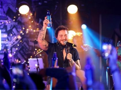NEW YORK, NEW YORK - AUGUST 05: Post Malone backed by Sublime With Rome headlines Bud Light's Dive Bar Tour In New York City (Photo by Rich Fury/Getty Images for Bud Light)