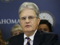 Former Sen. Tom Coburn, known as a political maverick, dies