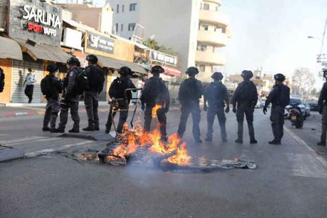 Clashes with police break in the Israeli city of Jaffa over an alleged quarantine breaker (Courtesy Muhamed Babay)