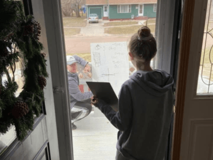 My 6th grader emailed her math teacher for some help, so he came over & worked through the problem with her on our front porch. @Chriswaba9 , our neighbor, MMS teacher & MHS Wrestling Coach. #KidsFirst @MadisonMSNews @MarkOsports @dakotasportsnow @dakotanews_now @stwalter20