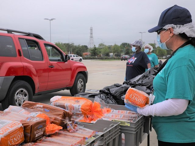 Houston volunteers load more than 4,000 cars with food during the coronavirus pandemic. (Photo: Houston Independent School District)