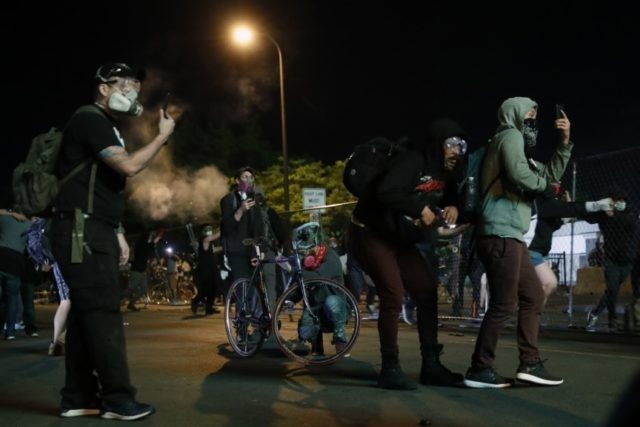 1 minneapolis-police-death-protesters-friday-29-2020-minneapolis-protests-continued-death-of-640x427