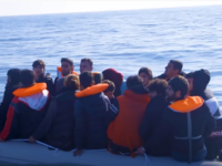 Report: Channel Migrants 'Threaten to Throw Their Children Into the Water' to Keep French Away