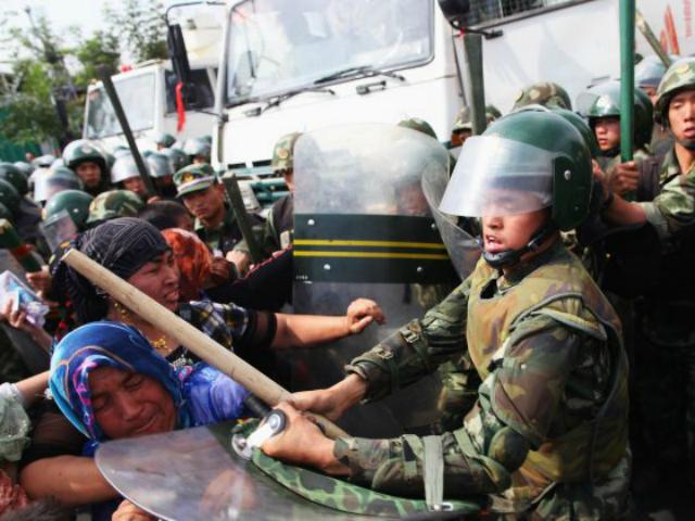 uighur-muslims-riot-police-china