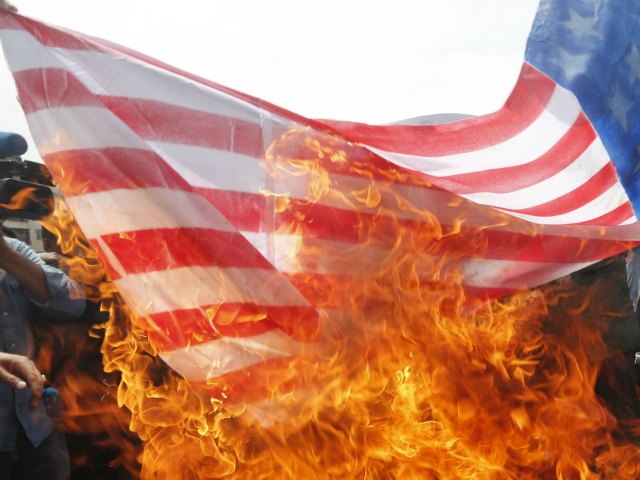 TOPSHOT - Iranians set fire to a makeshift US flag during a demonstration after Friday prayer in the capital Tehran on May 11, 2018. - Iran's foreign minister will embark on a diplomatic tour to try to salvage the nuclear deal amid high tensions following the US withdrawal and global …