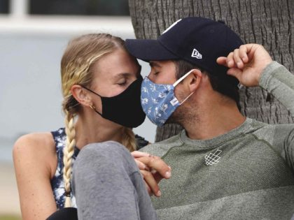Kissing masks (zz/GOTPAP/STAR MAX/IPx 2020 via Associated Press)