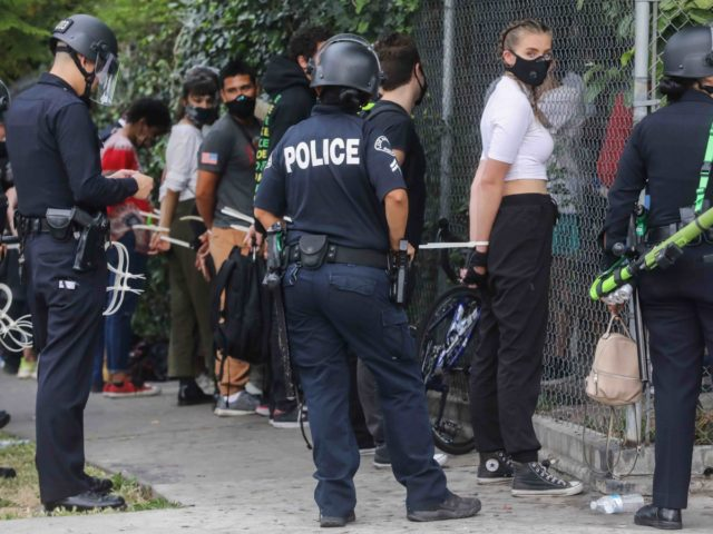 Los Angeles curfew arrests (Mario Tama / Getty)