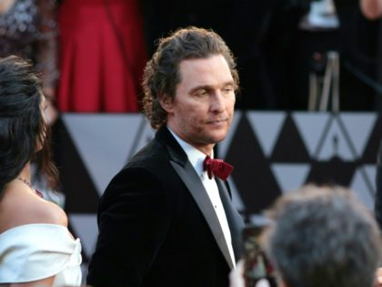 Matthew McConaughey arrives for the 90th Annual Academy Awards on March 4, 2018, in Hollywood, California. / AFP PHOTO / Kyle GRILLOT (Photo credit should read KYLE GRILLOT/AFP via Getty Images)