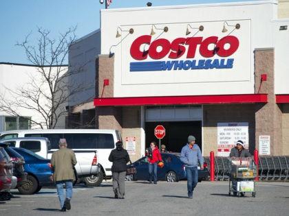 A Costco Wholesale warehouse location in Woodbridge, Virginia, January 5, 2016. AFP PHOTO / SAUL LOEB SAUL LOEB / AFP