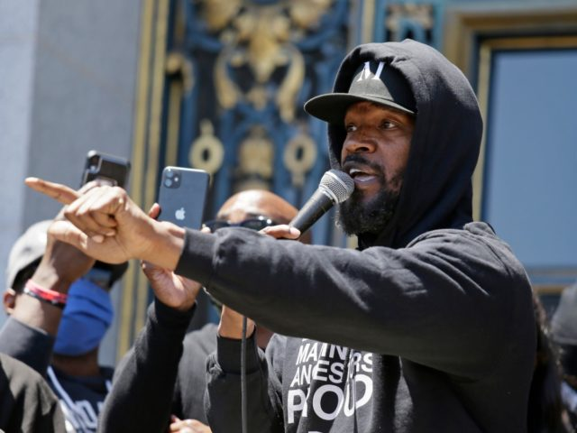 "Jamie Foxx speaks to a large crowd during a ""kneel-in"" to protest police racism on the steps of City Hall Monday, June 1, 2020, in San Francisco. (AP Photo/Eric Risberg)"
