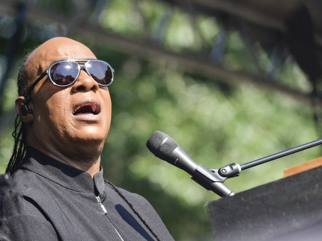 """WASHINGTON, DC - AUGUST 17: Stevie Wonder performs during an exclusive press conference and performance on the Armory Mall on August 17, 2015 in Washington, DC. The performance was to announce the Fall 2015 leg of his """"Songs In The Key Of Life Performance"""" tour. (Photo by Kris Connor/Getty Images)"""