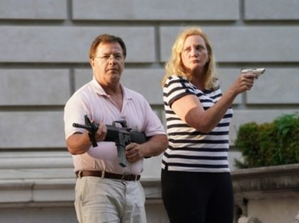 St. Louis couple point guns at protesters