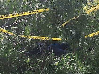 Brooks County Sheriff's Office recovers the body of a migrant who died after being abandoned by smugglers. (Photo: Brooks County Sheriff's Office/Deputy Raul Narvaez)