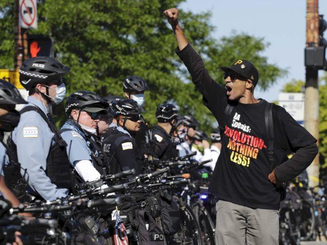 Chicago police Black Lives Matter (Nam Y. Huh / Associated Press)