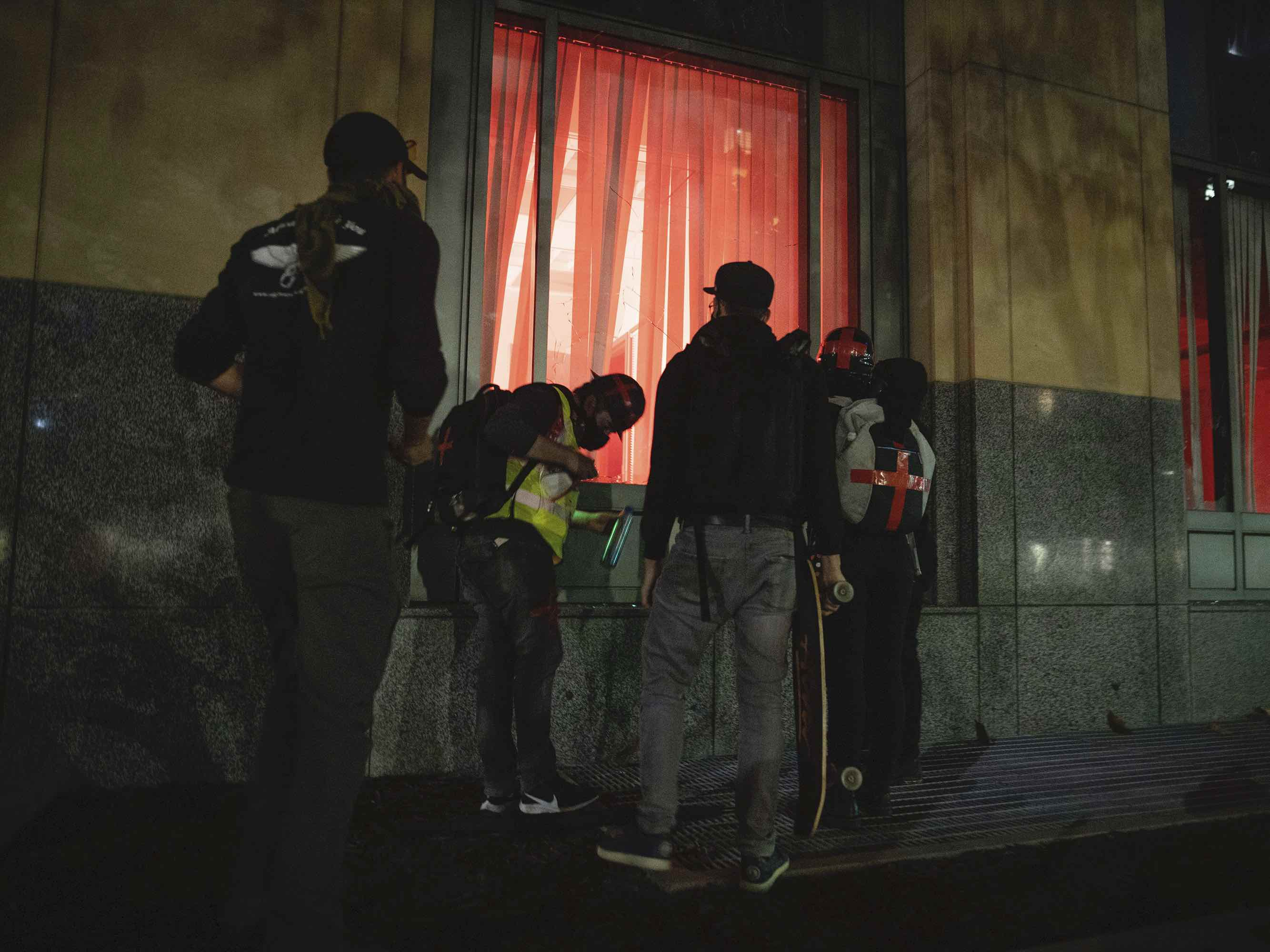 Federal building damaged in Oakland (Christian Monterrosa / Associated Press)