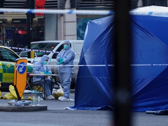 Forensics officers work outside a tent near London Bridge in London, on November 30, 2019. - A man suspected of stabbing two people to death in a terror attack on London Bridge was an ex-prisoner convicted of terrorism offences and released last year, police said Saturday. (Photo by Niklas HALLE'N …