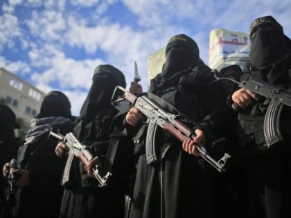 TOPSHOT - Armed female members of the militant Palestinian group Islamic Jihad carry Kalashnikov assault rifles as they take part in a rally to protest against US President Donald Trump's decision to recognise Jerusalem as the capital of Israel, in Gaza City on December 11, 2017. / AFP PHOTO / …