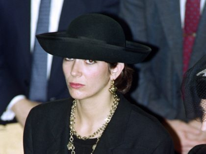 British press magnat Robert Maxwell's daughter Ghislaine (C) attends the funeral serice for burial on the Mount of Olives of his father on November 10, 1991. (Photo by Sven NACKSTRAND / AFP) (Photo credit should read SVEN NACKSTRAND/AFP via Getty Images)