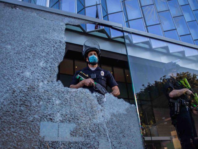 Los Angeles solidarity Portland (Apu Gomes / AFP / Getty)