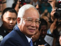 Malaysia's former prime minister Najib Razak (C) leaves a court in Kuala Lumpur on April 3, 2019, after facing his trial over alleged involvement in the looting of sovereign wealth fund 1MDB. - Malaysia's disgraced former leader Najib Razak pleaded not guilty to all charges against him as he went …