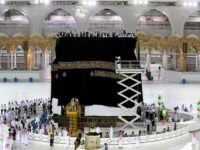 TOPSHOT - Saudi labourers put the new Kiswa, the protective cover that engulfs the Kaaba, made from black silk and gold thread and embroidered with Koran verses, on July 29, 2020 in Saudi Arabia's holy city of Mecca. - The drape which engulfs the Kaaba is formally called Kiswa and …